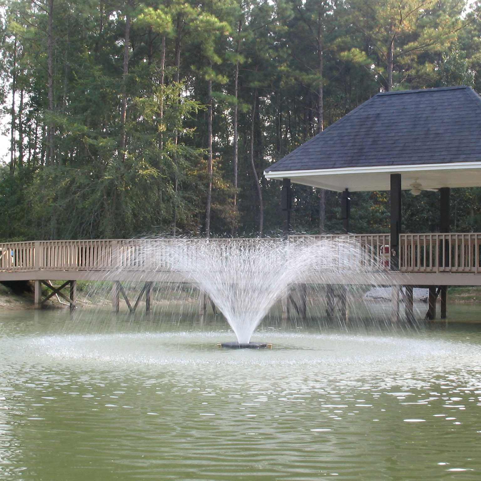 Aerating fountains pond fountains and aerators kasco for Pond with fountain